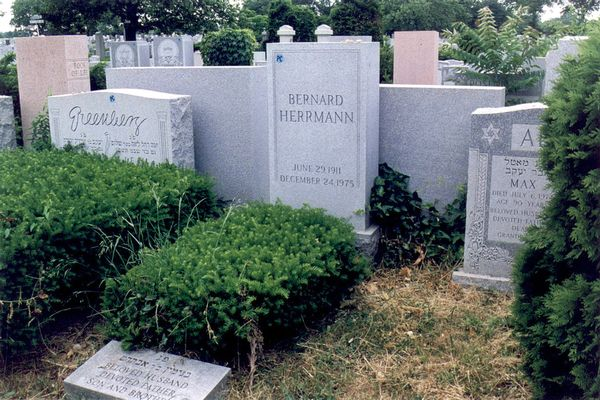 Far shot of Bernard Herrmann's grave